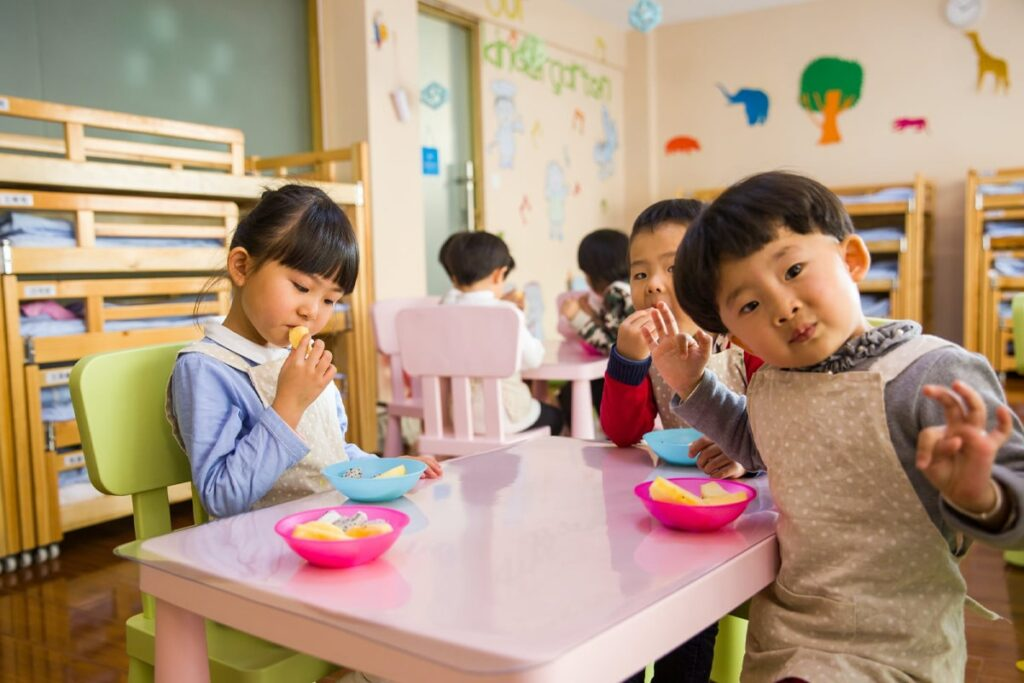 Children comfortably eating with their fingers